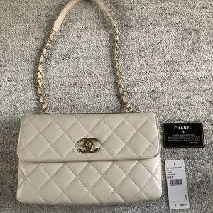 Authentic CHANEL trendy shoulder flap-bag in cream
